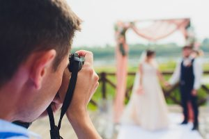 Sydney wedding photographer take pictures of bride and groom in the city