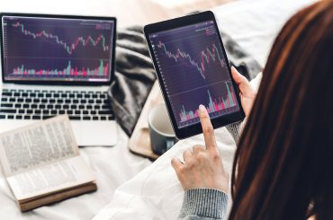 Woman selling her stocks on HALO Technologies